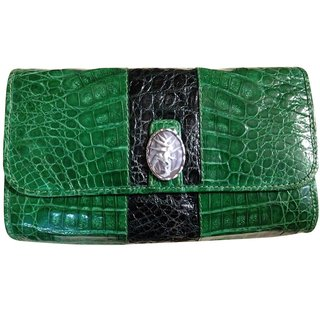 Caiman Crocodile Clutch w/Stickfrog on Halyconia Cameo Accent